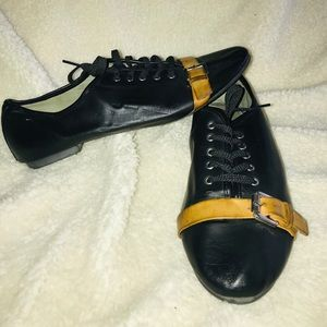 Shoes - Black and brown tie up leather dressy shoe